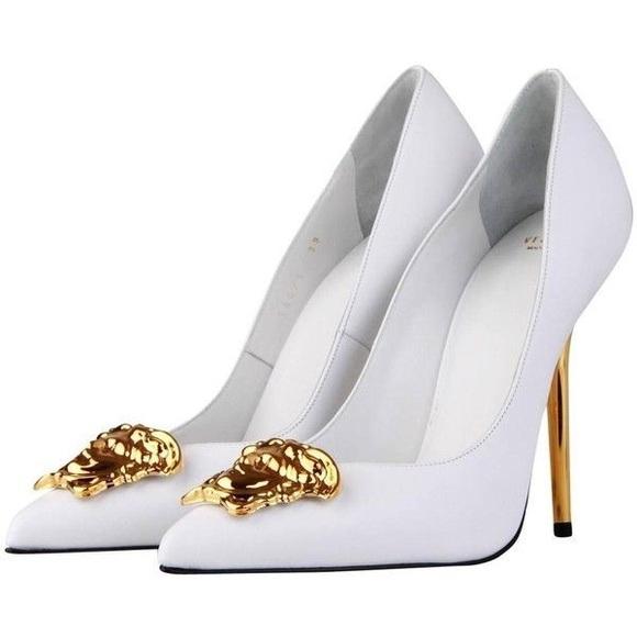 c1409332db0 Versace Palazzo Leather Pumps. M 5c71e738d6dc52bb3ca0dbff